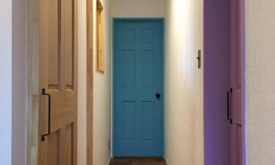 カラフルな個室のドア|Y様邸 本厚木 / 戸建リノベーション