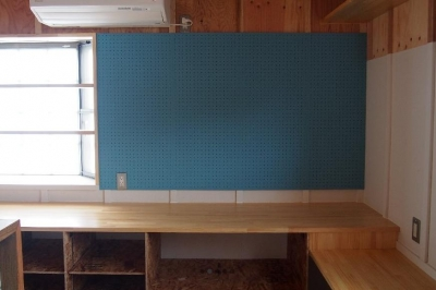 Y様邸 本厚木 / 戸建リノベーション (キッチンにある有孔ボード)