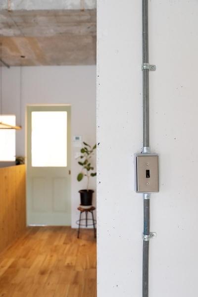 素材を活かしたインダストリアルデザインマンション「North Pine」 (既存の配管を活かした内装)