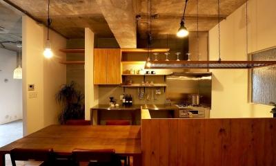 素材を活かしたインダストリアルデザインマンション「North Pine」 (キッチン)