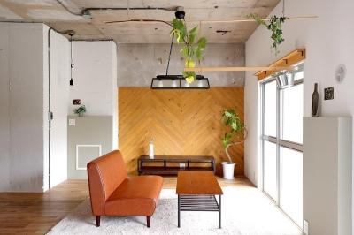 素材を活かしたインダストリアルデザインマンション「North Pine」 (リビング)