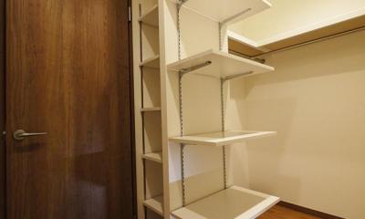 ウォークスルークローゼットの可動棚|畳があるリビングとウォークスルークローゼット