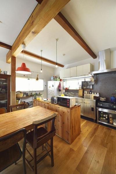 キッチン (古い建物に、自分たち流のスパイスをMIX!!)