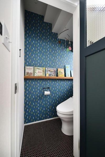 トイレ (古い建物に、自分たち流のスパイスをMIX!!)