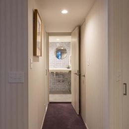 最高のリノベで手に入れた 家族みんなで一緒に過ごせる広々空間 (廊下)