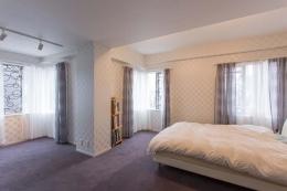 最高のリノベで手に入れた 家族みんなで一緒に過ごせる広々空間 (7.5畳と7畳の個室の壁を取り払ってつなげた主寝室)
