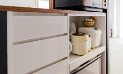 家具をなるべく置かずシンプルに、 自分たちらしい居心地のいい空間にしたい。 (キッチンの収納)