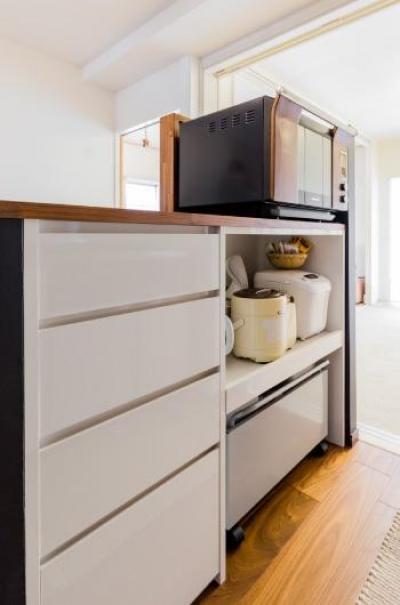 キッチンの収納 (家具をなるべく置かずシンプルに、 自分たちらしい居心地のいい空間にしたい。)