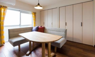 家具をなるべく置かずシンプルに、 自分たちらしい居心地のいい空間にしたい。 (リビングのクローゼット側)