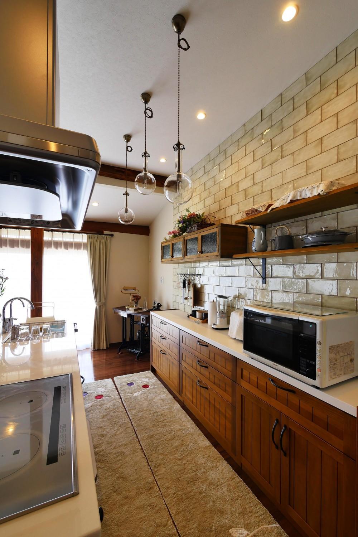 都会から田舎へ、ゆったりと暮らすカフェハウス (キッチン)