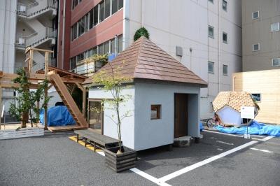 銅板葺きの方形屋根 (go-sui 癒さない寝床)