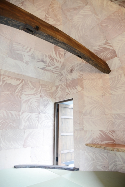 手すき和紙と古材の部屋 (go-sui 癒さない寝床)