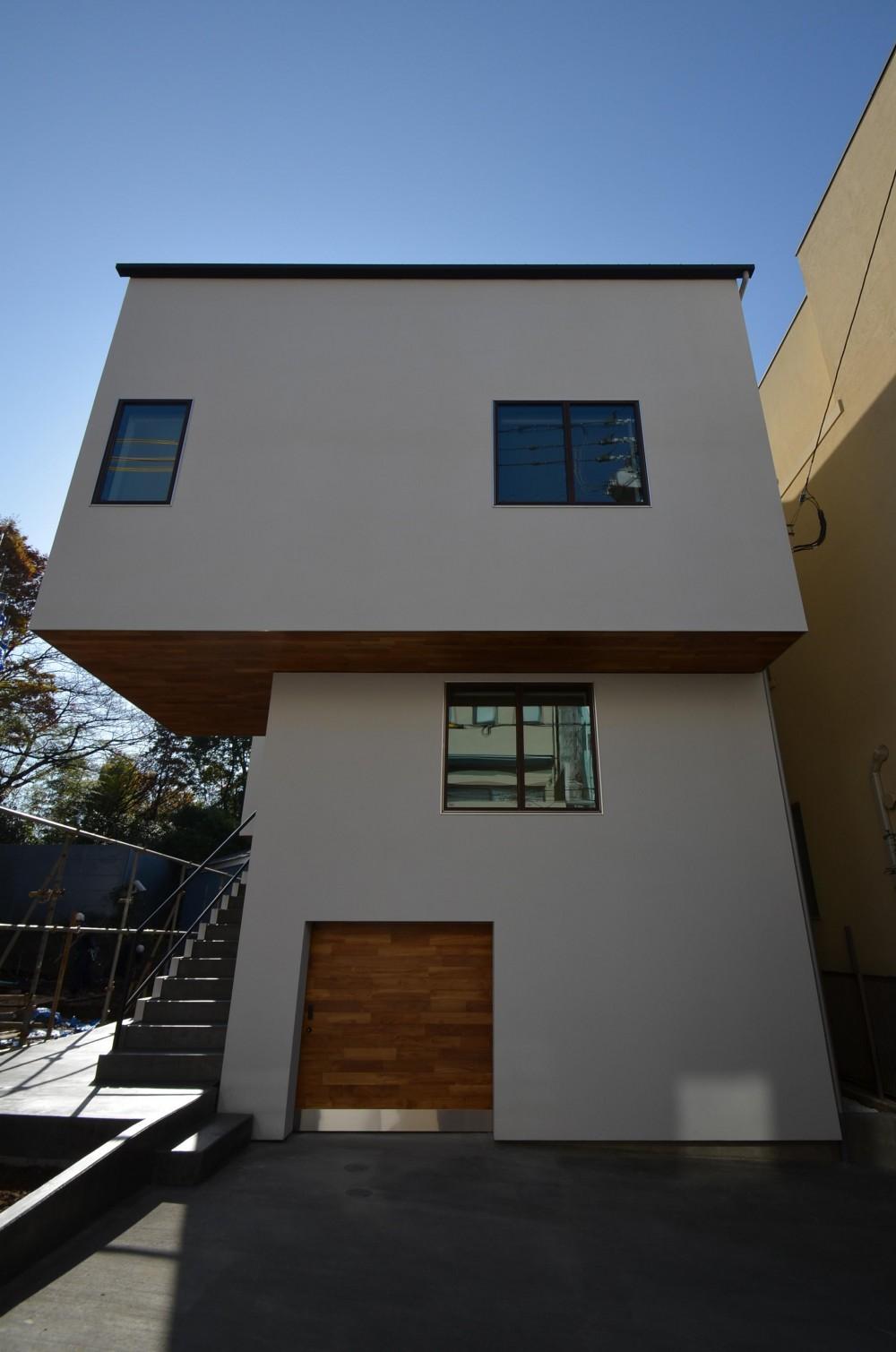 青葉台KM邸-都市公園の緑を借景とするスキップフロアの二世帯住宅- (メインファサード)