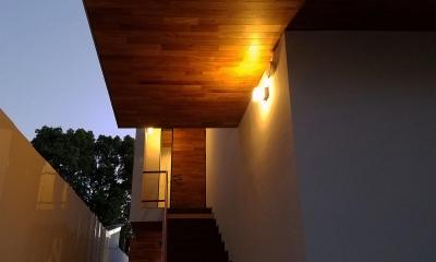 青葉台KM邸-都市公園の緑を借景とするスキップフロアの二世帯住宅-