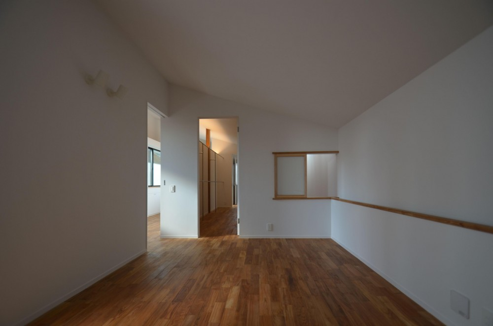 本天沼S邸-領域を明確にし、内外の連続性をつくりだす石壁- (購買天井の寝室)
