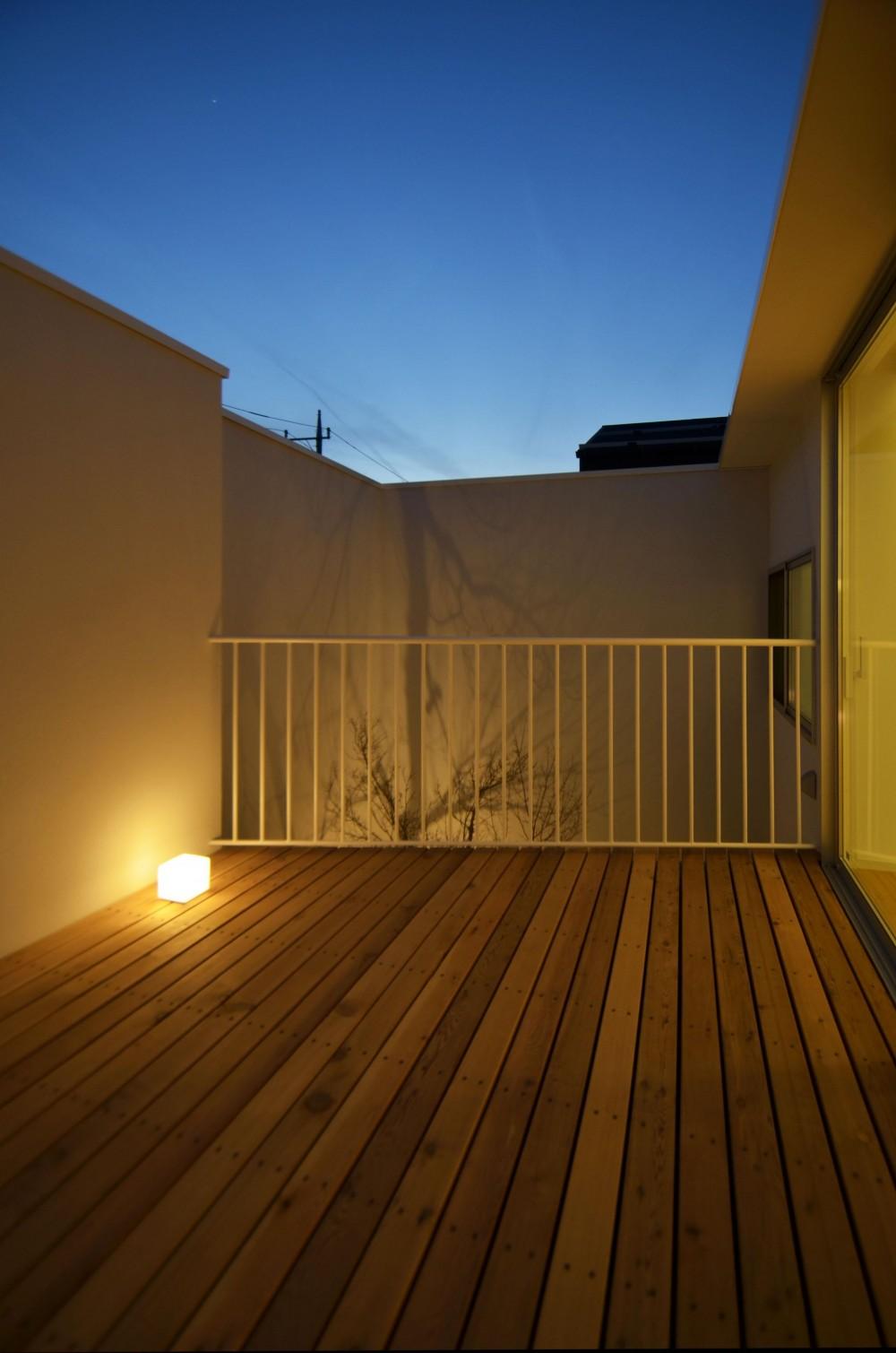 保谷O邸-「鳥かご」のあるシンプルモダンなコートハウス- (デッキテラス)
