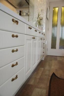 理想のオープンキッチンへ、キッチンリフォーム (大容量の収納)