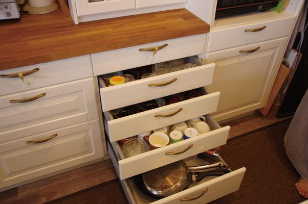理想のオープンキッチンへ、キッチンリフォーム (食器や調理器具も収納)