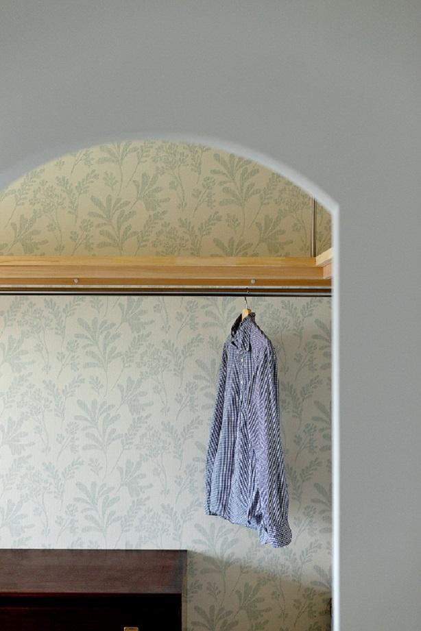 東加古川のリビング、キッチンリフォーム事例|ヴィンテージスタイルの住まいの部屋 アクセントクロスのあるクローゼット