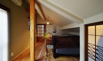 寝室|暖かな光に包まれた、レトロな雰囲気を楽しむリビング