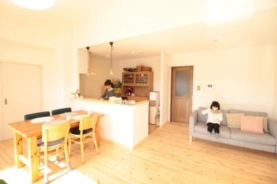冬でもあったか!パイン無垢フローリングのカフェみたいな家 (LDK)