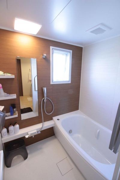 浴室 (冬でもあったか!パイン無垢フローリングのカフェみたいな家)