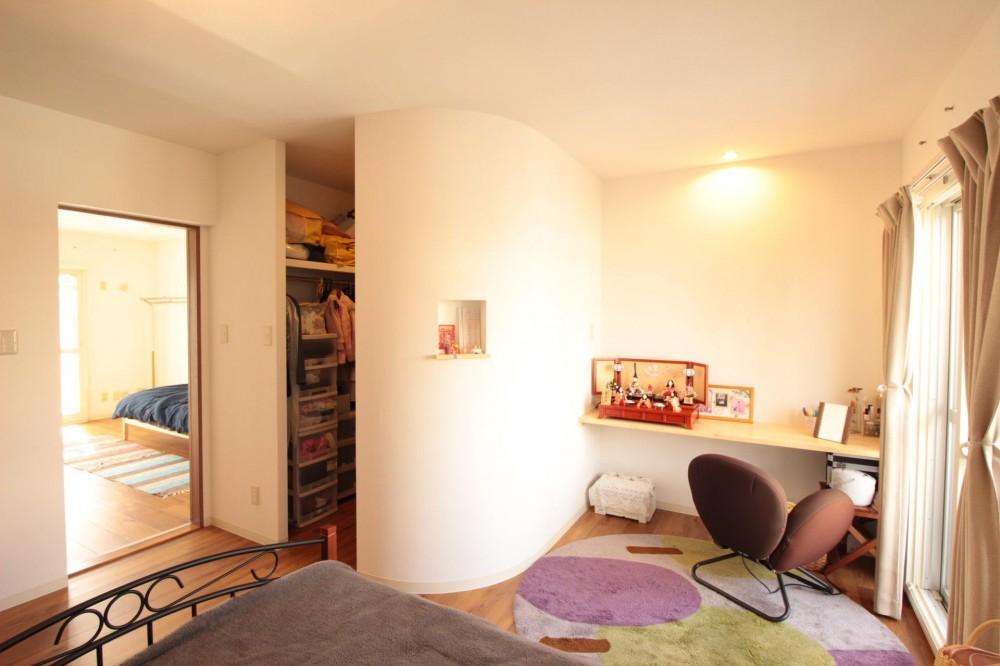 冬でもあったか!パイン無垢フローリングのカフェみたいな家 (寝室)