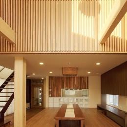 宮田の家 (木格子が目を引く広々としたリビングダイニング)