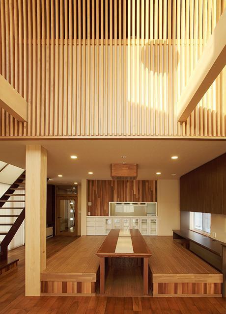 宮田の家の部屋 木格子が目を引く広々としたリビングダイニング