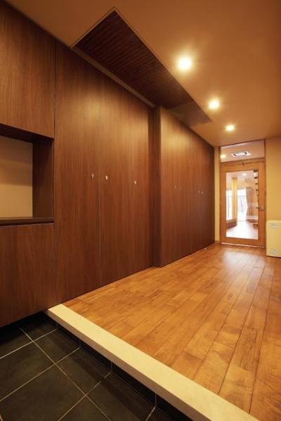 宮田の家 (収納たっぷりの玄関)