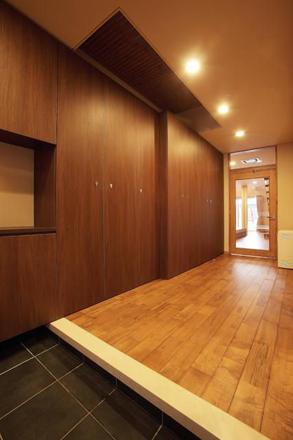 宮田の家の部屋 収納たっぷりの玄関