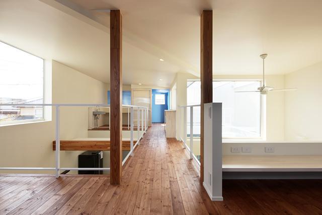 barleymow house (2階廊下)
