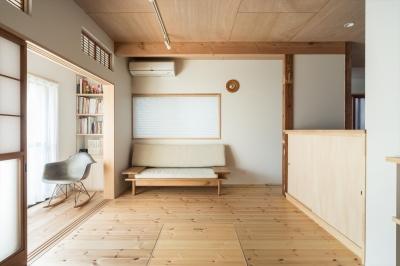 1階リビング (築90年の木造住宅を二世帯にリノベーション:『横須賀市久里浜・戸建二世帯リノベーション』)