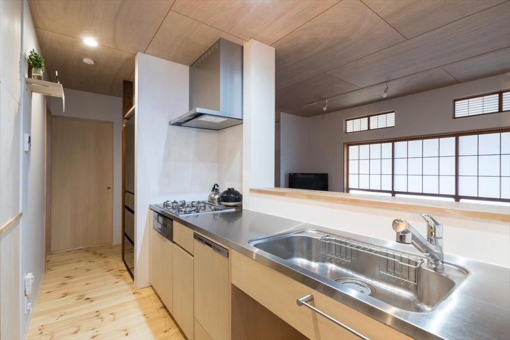 築90年の木造住宅を二世帯にリノベーション:『横須賀市久里浜・戸建二世帯リノベーション』 (1階キッチン)