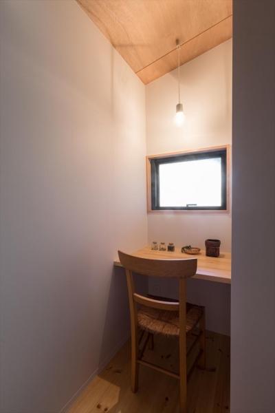 書斎 (築90年の木造住宅を二世帯にリノベーション:『横須賀市久里浜・戸建二世帯リノベーション』)