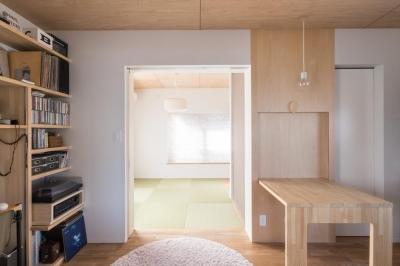 2階リビング (築90年の木造住宅を二世帯にリノベーション:『横須賀市久里浜・戸建二世帯リノベーション』)