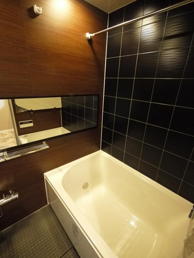 バスルーム (バーカウンター風のキッチンがある家)