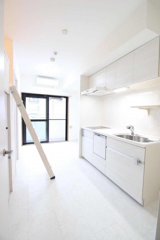 ダイニングキッチン (ロフト+W.I.C.のある、よくばり1DK!30平米の空間を有効利用。)