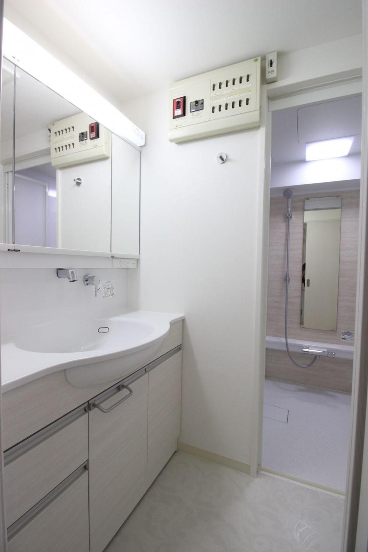 ロフト+W.I.C.のある、よくばり1DK!30平米の空間を有効利用。 (洗面室)