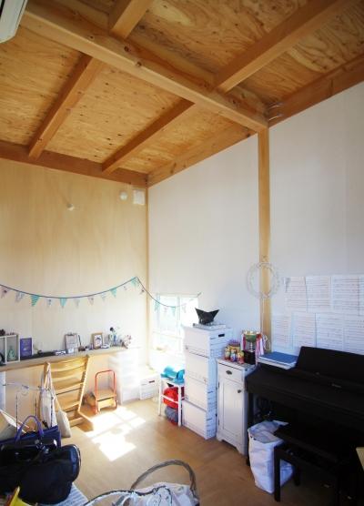 木造の家 (子ども室)