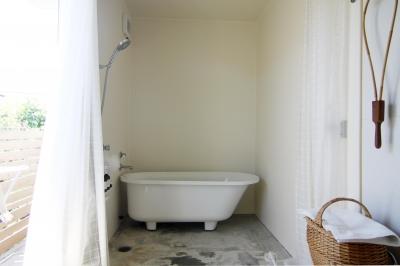 木造の家 (浴室)