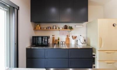 変えたのはキッチンだけ!LDKが大きく変わったリノベーション (オーダー家具 キッチン背面収納)