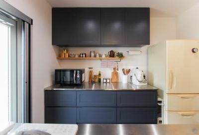 オーダー家具 キッチン背面収納 (変えたのはキッチンだけ!LDKが大きく変わったリノベーション)