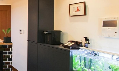 変えたのはキッチンだけ!LDKが大きく変わったリノベーション (オーダー家具 リビング収納)