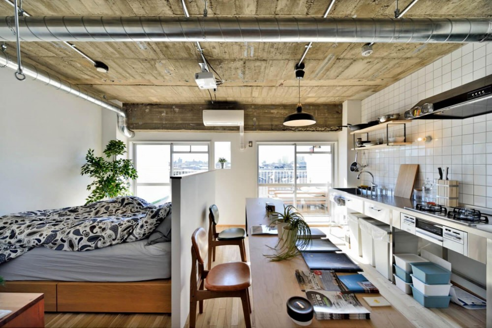 """居室1 (オーダー家具の合う住まい。憧れのシングルライフを満喫する""""男子リノベ"""")"""