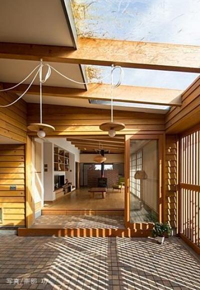 草屋根の家 (リビング・土間)