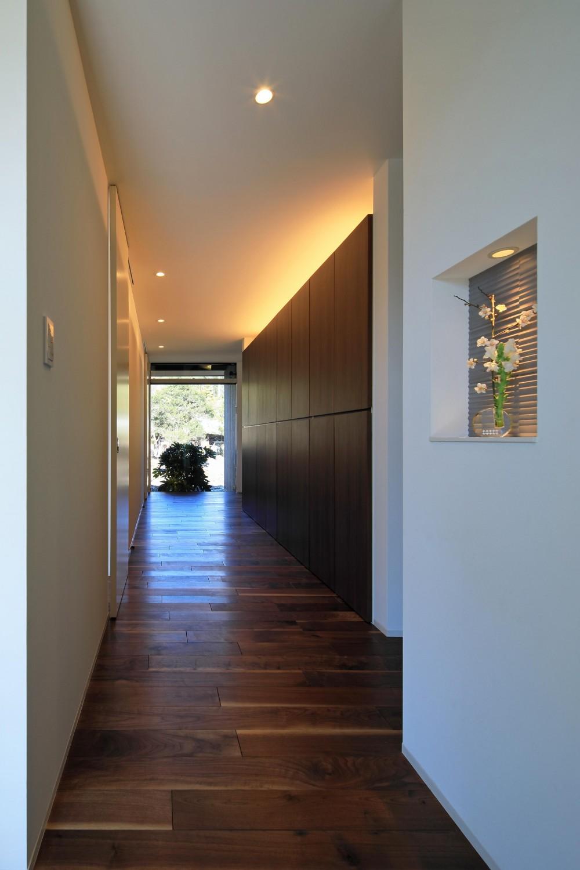 新築を超える古民家リノベーション (玄関ホール)