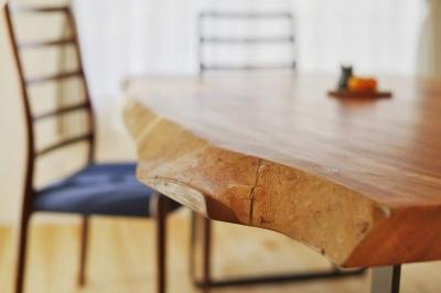 ダイニングテーブル (キッチンを真ん中に)