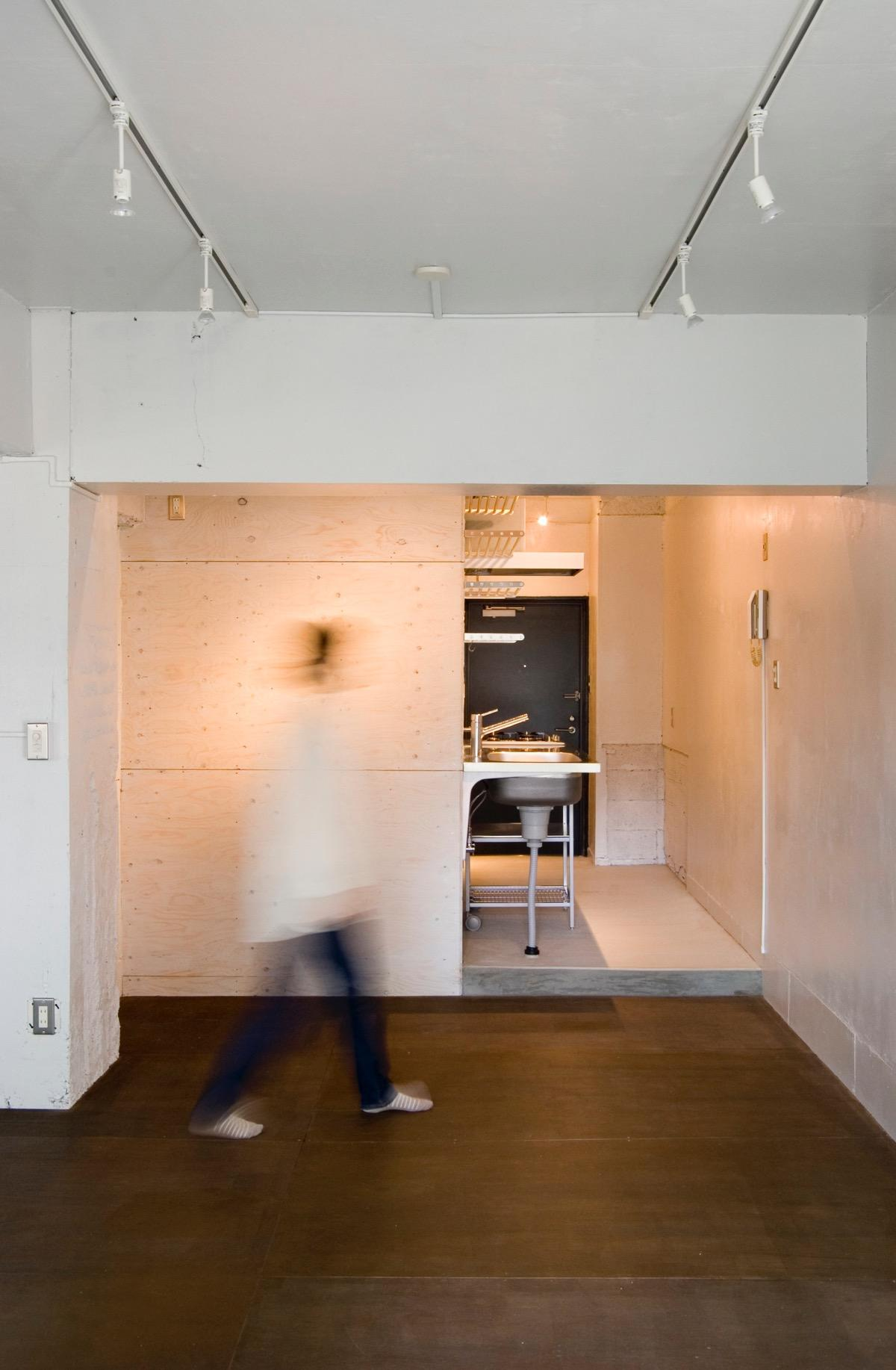 目黒の住宅の部屋 ラワンベニヤの床