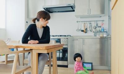 L型キッチンのあるLDK|富ヶ谷の住宅